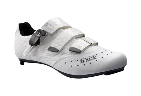 fizik r1 uomo shoes - men's- Save 50% Off - The Fizik R1 Uomo road cycling shoes bring high performance and comfort to the dedicated cyclist. A rigid carbon fiber sole helps you power your bike with each pedal stroke, and the OrthoLite(R) foam and Podiaflex insole material along the footbed offer a custom fit.  Features:  - Materials: Kangaroo Leather/Nylon Mesh   - Tongue: Pocket Construction   - Outsole: Carbon Fiber   - Insole: 3D-Flex Cycling Moldable Insole   - Buckle: Hex/MC Carbon Fiber   - Straps: Sail Cloth Resistant   - Weight: 239 g. (size 43)