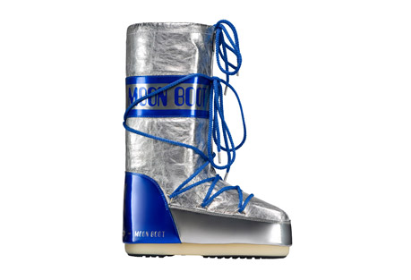 Tecnica Satellite Moon Boots - Women's: Save 63% Off - Tecnica Size Chart   This iconic MOON BOOT has a pert, fashionable look inspired by the moon landings. Made with exclusive metallic materials that add a technical touch to your winter glamour. A warm and comfortable after-ski boot .  Features:  - Synthetic upper  - Polyester lining  - Rubber outsole