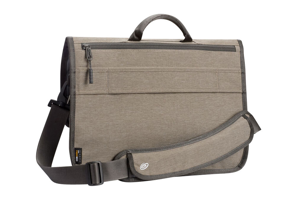 The internal compartment features two pouch pockets 081ab830f9dbe